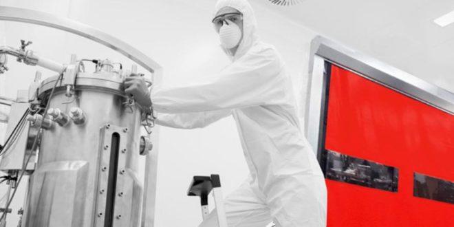 Entenda a importância das portas rápidas para o armazenamento de produtos químicos